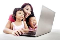 happy-family-using-laptop