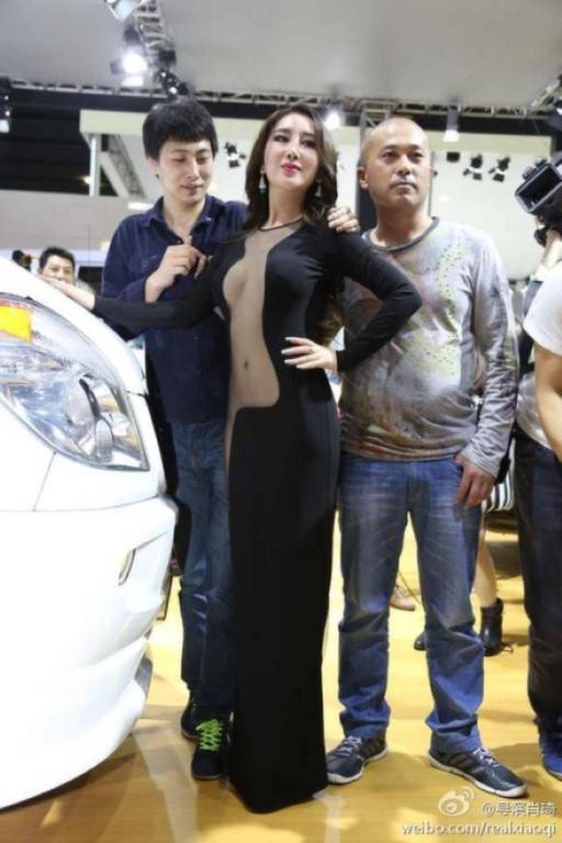 model-naked-auto-show-4