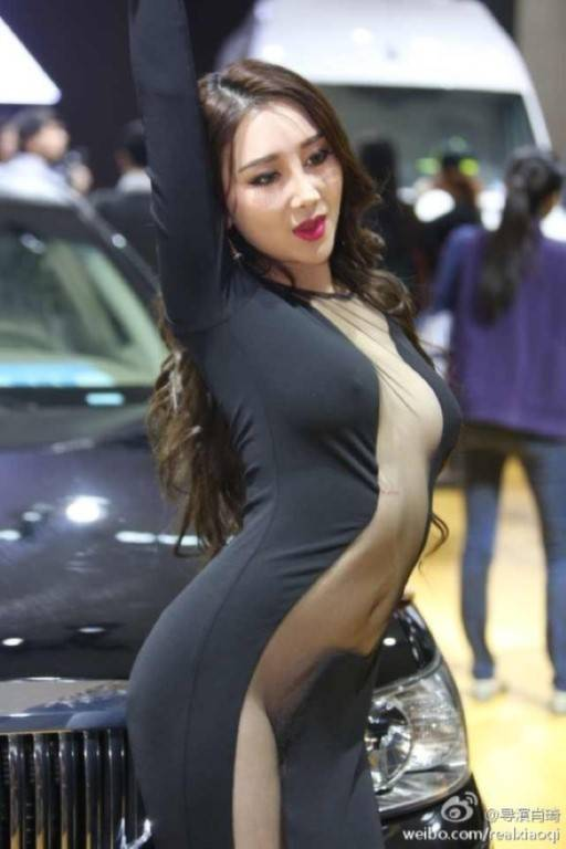 model-naked-auto-show-5